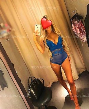 Ranine escorte girl massage sexe au Taillan-Médoc