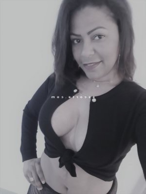Anne-aymone lovesita escorte girl à Bastia